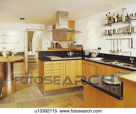 Archivio Immagini - moderno, bianco, cucina, con, pallido, legno ...