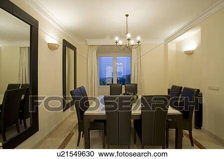 Banco de Fotografías - moderno, diningroom, con, pared, luces, y ...