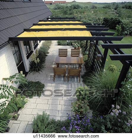 Colección de imágenes - muebles, en, patio, en, jardín del país, en ...