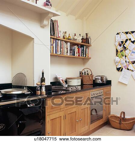 Noir, aga, dans, moderne, cuisine, à, étagères, au-dessus, built-in,  électrique, four Banques de Photographies