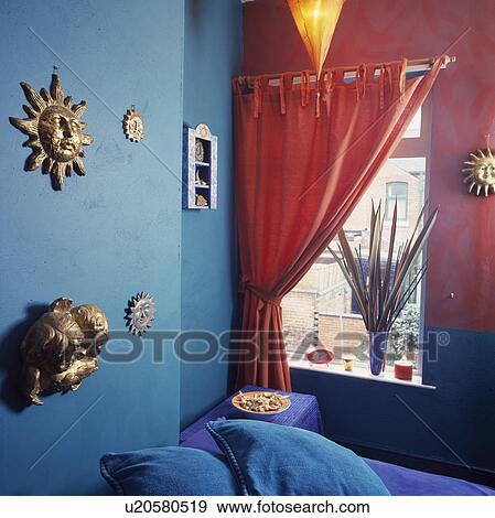 Banque de Photographies - orange, rideau, à, fenêtre, dans ...
