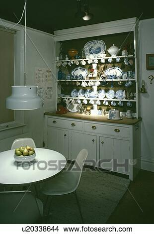 Banque De Photo Pendentif Lumiere Sur Blanc Circulaire Table