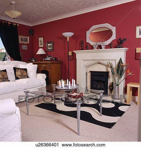 Stock Fotografie - rood, woonkamer, met, witte, banken, en, tapijt ...