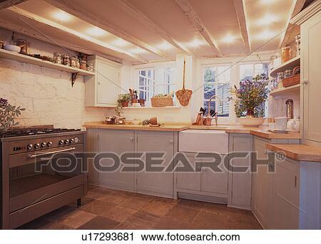 Credenza Con Forno : Archivio fotografico serie forno e bianco ceramica