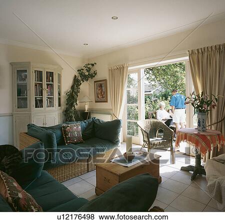 Immagini - sofà vimini, con, blu, cuscini, in, soggiorno, con ...