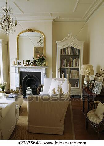 Beelden - spiegel, boven, openhaard, in, traditionele, woonkamer ...