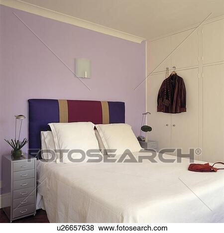 Képek - mályva, fal, mögött, piros, kék, és, arany, csíkos, kárpitozott, ágy, noha, white ...