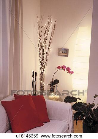 Stock Fotografie - verlicht, takjes, in, hoek, van, woonkamer, met ...