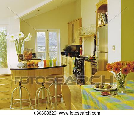 Stock Fotografie - green+yellow, gecontroleerde, doek, op, tafel, in ...