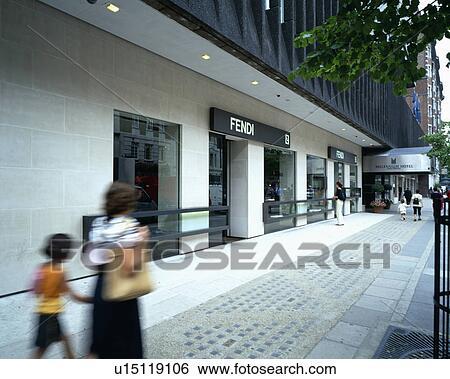 buy online 6d3f9 861d0 Londra, negozi, esterno, prada, commerciale Archivio fotografico