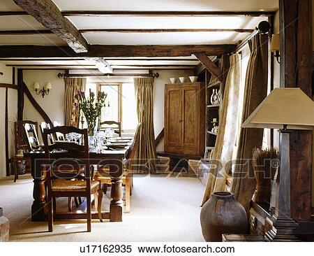 Stock Afbeelding - room, tapijt, en, groot, wooden table, met ...