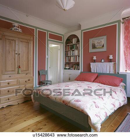 size 40 e6264 61c08 Rosa, cuscini, e, floreale, piumone, in, rosa, camera letto, con, pino,  guardaroba Archivio Immagini