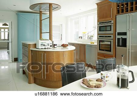 stock bilder cafetiere und kekse wei tisch in. Black Bedroom Furniture Sets. Home Design Ideas