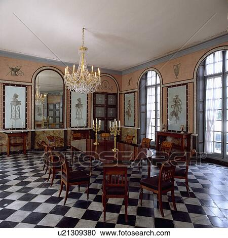 Antiker, Tisch, Und, Stühle, Auf, Black+white, Chequerboard, Boden, In,  Groß, Esszimmer, Mit, Gewölbt, Spiegel, Und, Windows