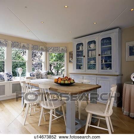 Stock Foto Weiß Stühle Und Tisch Mit Pastell Blau Lauge In