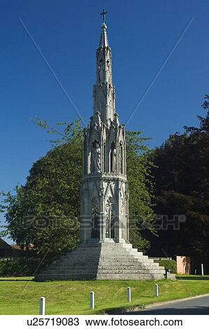 England, East Riding of Yorkshire, Sledmere, Eleanor Cross built in 1895 by  Temple Moore to mark the resting places of Eleanor of Castile, the wife of