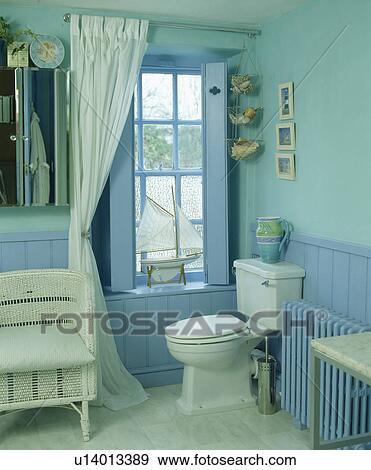 Bleu, dado, lambris, dans, turquoise, salle bains Banque de Photo