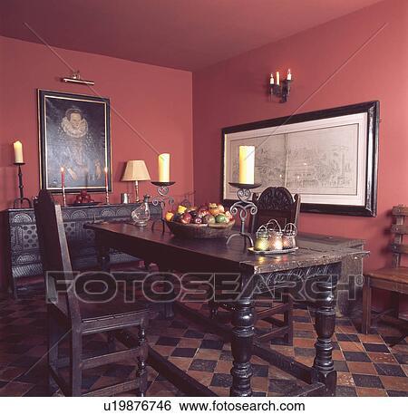 Banque D Images Bougies Sur Chene Table A Assorti Chaises
