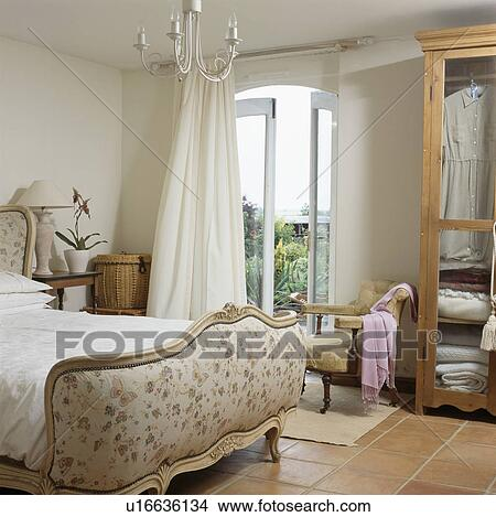 Attirant Cream Country Bedroom With Cream Curtains At French Windows