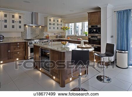 Cromo e nero sgabelli a isola unità in moderno cucina