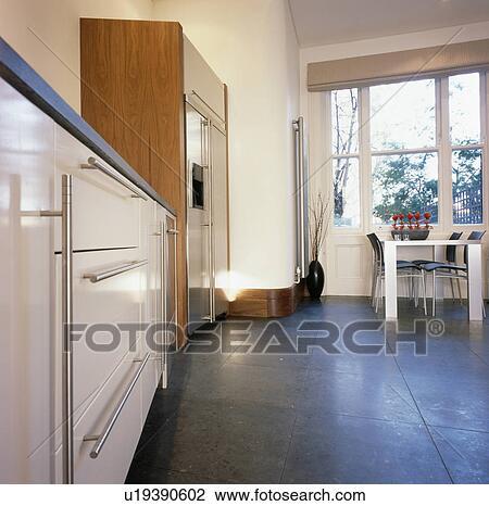 Dunkel, grauer, fussboden, in, modernes, kueche, esszimmer Stock Bild
