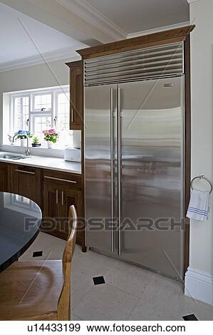 Groß, u-boot, null, american-style, rostfreier stahl, kühlschrank  tiefkühlschrank, in, modernes, kueche Stock Foto