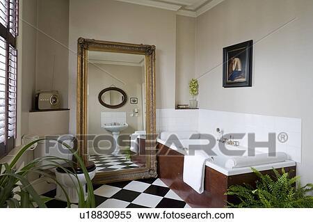 Fußboden Badezimmer ~ Stock bild groß vergoldung antiker spiegel und black white