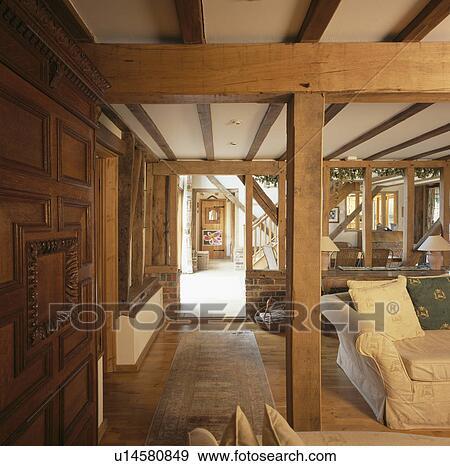 Houten woonkamer amazing woonkamer de stoffenbank van het for Houten meubels woonkamer
