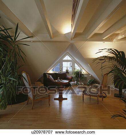 Klein, antiker, tisch, und, stühle, in, modernes ...
