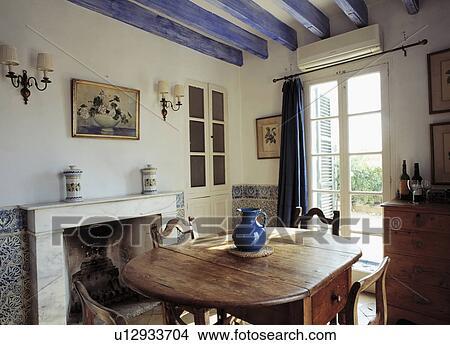 Malen, Blau, Decke, Balken, In, Mittelmeer, Esszimmer, Mit, Holztisch, Und,  Stühle, Und, Französische Fenster