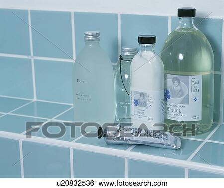 Stock Bilder Nahaufnahme Von Badezimmer Aufbewahrung Ruttelt
