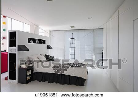 Noir Blanc Bedlinen Lit Dans Grand Moderne Blanc Chambre A