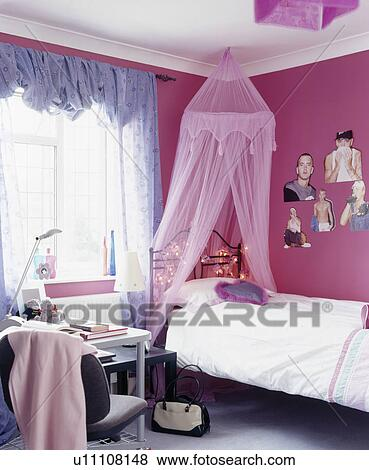 images rose voile tente au dessus lit dans rose adolescent chambre coucher bleu. Black Bedroom Furniture Sets. Home Design Ideas