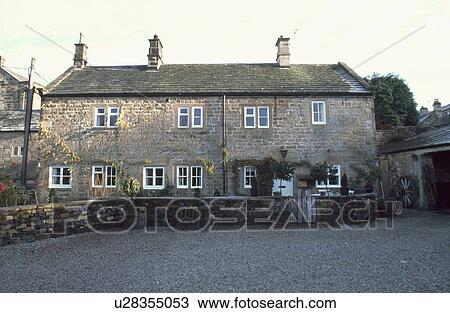banque de photo gravier conduire et mur bas devant pierre pays petite maison - Devant De Maison En Gravier