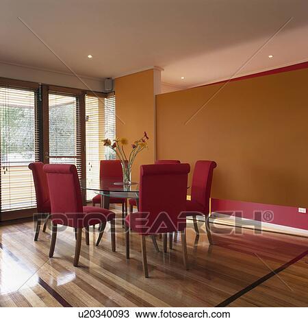 banque de photo vase de gerberas sur table verre orange salle manger rouges tapiss chaises