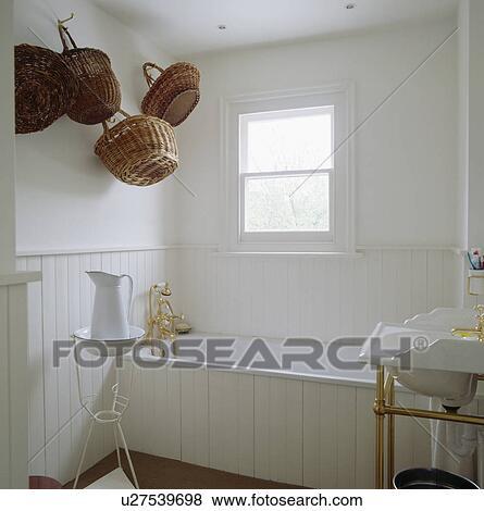 Bilder - weiß, holz, getäfelt, badezimmer, mit, körbe, hängen, dass ...