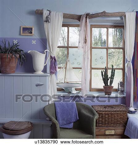 Stock Fotografie Weiss Vorhange Auf Schwemmholz Pfosten In