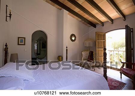 Stock Fotografie - witte, bedlinen, op bed, in, luchtig, mallorcan ...