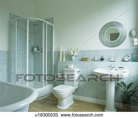 Stock Foto - douche, kabinet, in, hoek, van, badkamer, met, pastel ...