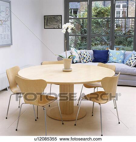 Kreisrunder, Tisch, Und, Arne, Jacobsen, Ameise, Stühle, In, Modernes,  Esszimmer