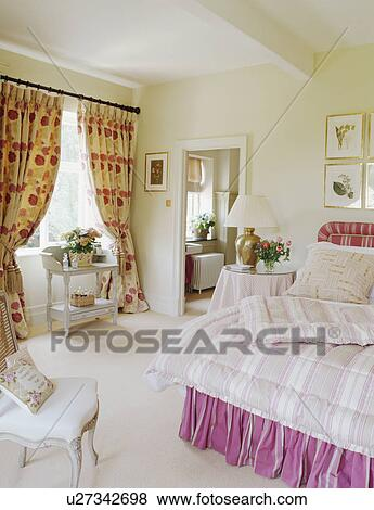 Immagini - modellato, tenda, e, rosa, bedlinen, in, crema, paese ...