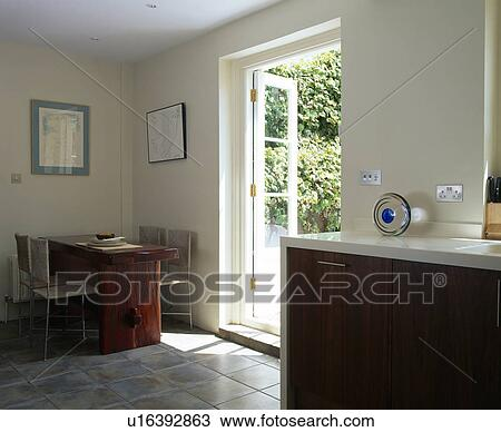 Archivio Fotografico - moderno, cucina, sala da pranzo, con, tavola ...