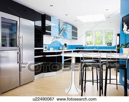 Immagine nero sgabelli a andato bene bianco tavola in blu