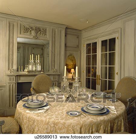banque de photo orn plasterwork miroir au dessus chemine dans ple gris lambriss salle manger placer montages sur tissu soie - Miroir De Salle Manger