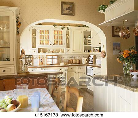 Arco Tra Cucina E Sala.Immagini Passaggio Ad Arco Fra Cucina E Sala Da Pranzo In