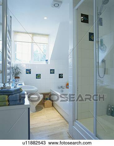 Pequeno Modernos Branca Sótão Conversão Banheiro Com