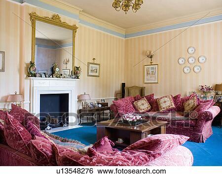 Stock Bilder - rot, samtpolster, auf, rot, velours, sofas, in ...