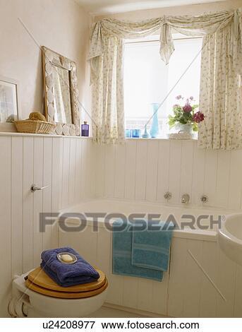 Beeld - roze, badkamer, met, witte, tongue+groove, paneelwerk, en ...