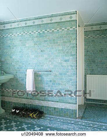 Bilder Turkis Wandfliesen In Modernes Badezimmer U12049408