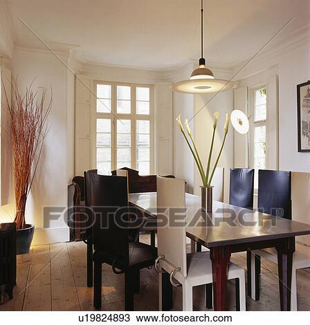 Tapizado, sillas de cuero, y, roble, tabla, en, moderno, blanco ...